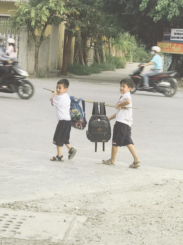 Bức ảnh đôi bạn thân Tiểu học cùng nhau gánh cặp: Cả một thời tuổi thơ ùa về! - Ảnh 4.
