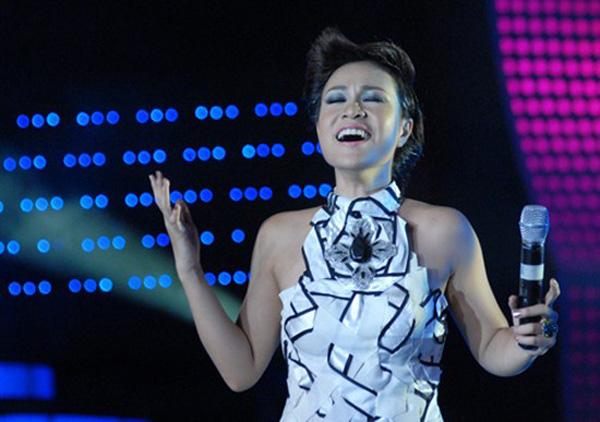 Sự nghiệp chậm rãi của Uyên Linh sau 10 năm đăng quang Vietnam Idol - Ảnh 2.