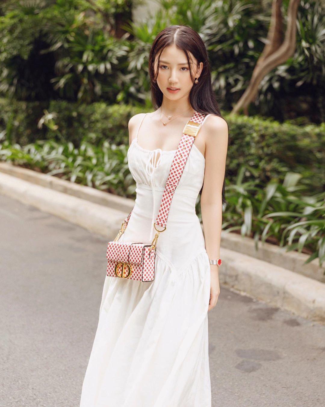 Trời se lạnh mà quẩy váy dáng dài là style sẽ yêu kiều như gái Pháp, điểm sang chảnh cũng tăng ngùn ngụt - Ảnh 11.