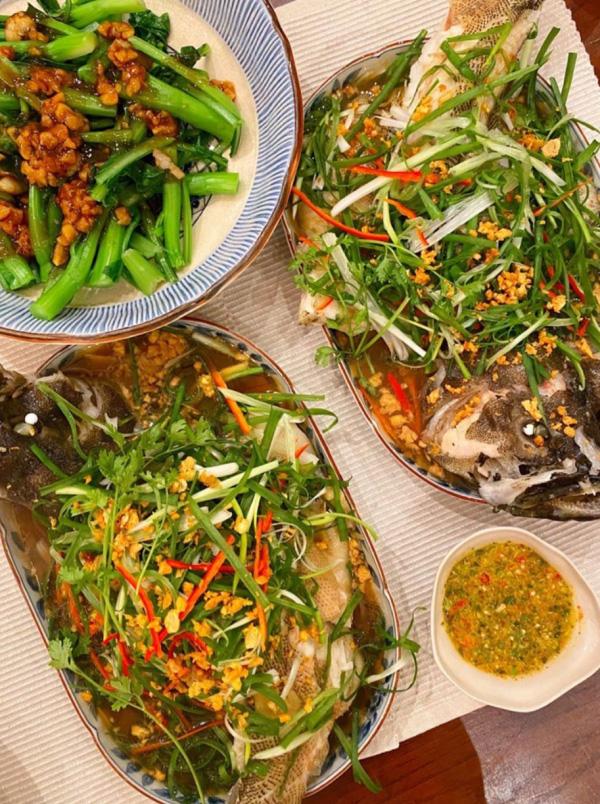 Học cách Hà Tăng làm món cá mú hấp tàu xì ngon tuyệt cú mèo đãi cả gia đình - Ảnh 2.