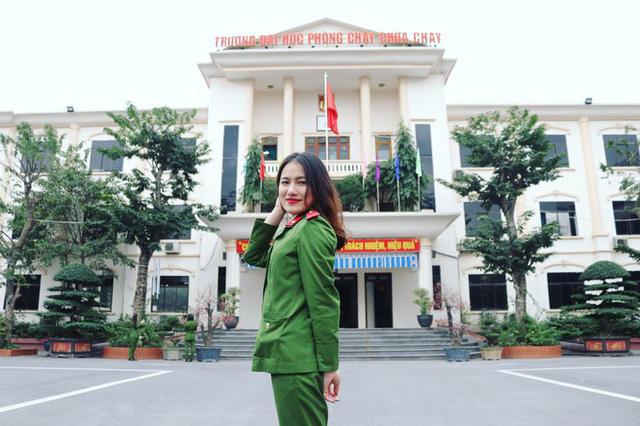 Nhan sắc xinh đẹp của nữ thủ khoa ĐH Phòng cháy Chữa cháy được kết nạp Đảng trên giảng đường - Ảnh 2.