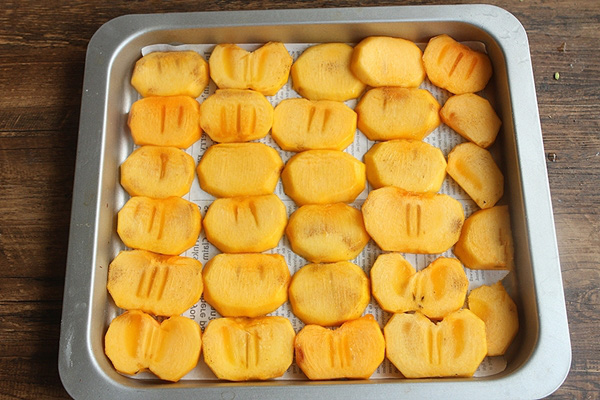Hồng sấy dẻo - món ăn vặt chân ái của các chị em nay đã có cách làm vừa dễ lại siêu ngon và để dành được rất lâu - Ảnh 3.