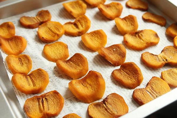 Hồng sấy dẻo - món ăn vặt chân ái của các chị em nay đã có cách làm vừa dễ lại siêu ngon và để dành được rất lâu - Ảnh 4.