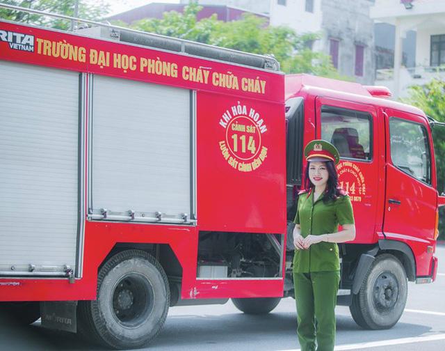 Nhan sắc xinh đẹp của nữ thủ khoa ĐH Phòng cháy Chữa cháy được kết nạp Đảng trên giảng đường - Ảnh 4.
