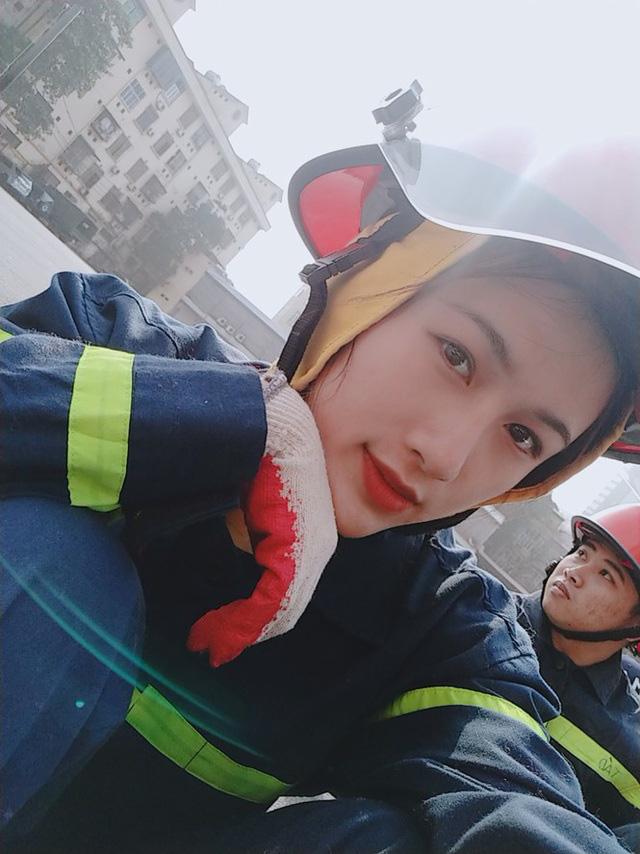 Nhan sắc xinh đẹp của nữ thủ khoa ĐH Phòng cháy Chữa cháy được kết nạp Đảng trên giảng đường - Ảnh 5.