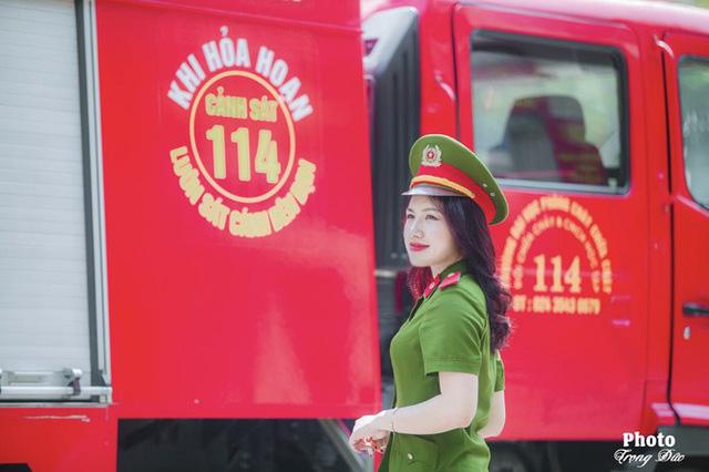 Nhan sắc xinh đẹp của nữ thủ khoa ĐH Phòng cháy Chữa cháy được kết nạp Đảng trên giảng đường - Ảnh 6.
