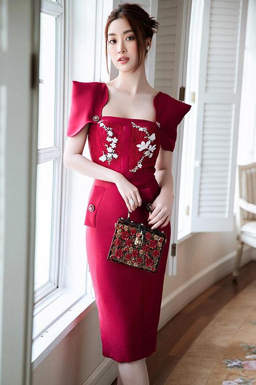 Đỗ Mỹ Linh khoe dáng cuốn hút nhờ các mẫu đầm đi tiệc tôn vẻ đẹp hình thể - Ảnh 1.