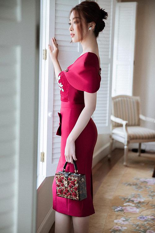 Đỗ Mỹ Linh khoe dáng cuốn hút nhờ các mẫu đầm đi tiệc tôn vẻ đẹp hình thể - Ảnh 2.
