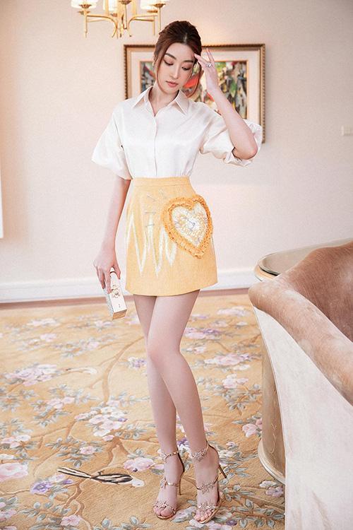 Đỗ Mỹ Linh khoe dáng cuốn hút nhờ các mẫu đầm đi tiệc tôn vẻ đẹp hình thể - Ảnh 5.
