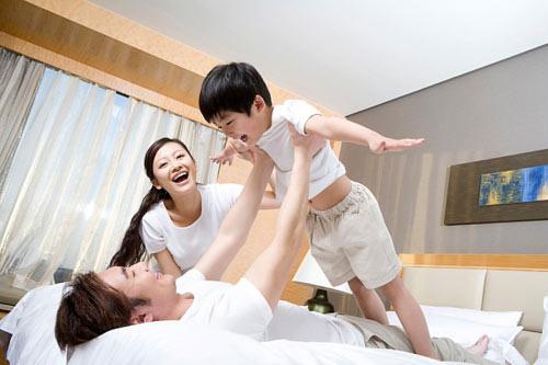 Vợ bẽ bàng khi sinh con xong, chồng chỉ yêu con, không ngó ngàng tới vợ - Ảnh 1.