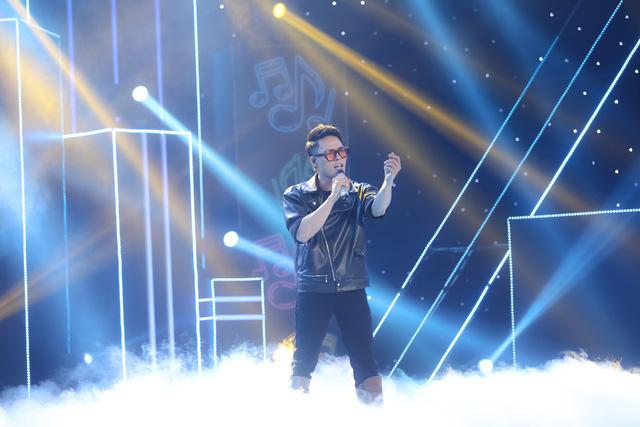 Giọng ca U70 hát sung, nhảy điêu luyện như Nguyễn Hưng tại Ca sĩ ẩn danh - Ảnh 2.