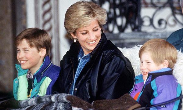 23 năm ngày mẹ chồng mất, vợ chồng Meghan Markle và Hoàng tử Harry đã lộ diện và hành động ý nghĩa - Ảnh 9.