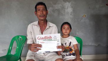 Những đổi thay cuộc sống của bé gái mồ côi sống cùng ông nội - Ảnh 2.