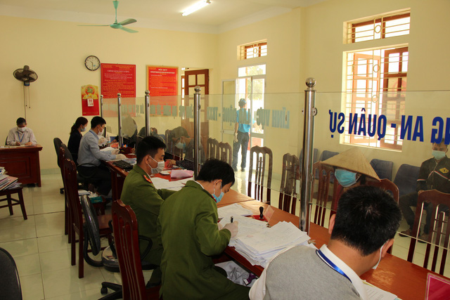 Hải Dương: Siết chặt việc cấp giấy ra vào cho công nhân làm việc tại ổ dịch Cẩm Giàng - Ảnh 5.