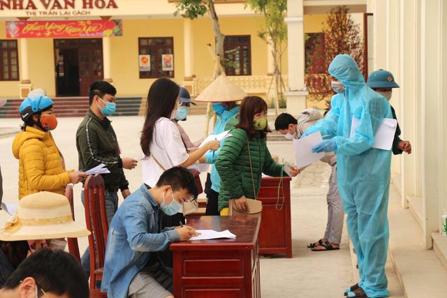 Hải Dương: Siết chặt việc cấp giấy ra vào cho công nhân làm việc tại ổ dịch Cẩm Giàng - Ảnh 6.