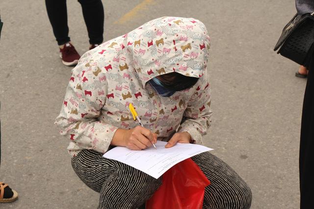 Hải Dương: Siết chặt việc cấp giấy ra vào cho công nhân làm việc tại ổ dịch Cẩm Giàng - Ảnh 7.
