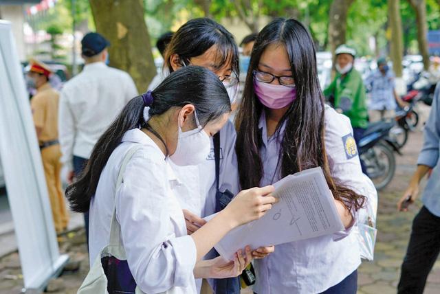 Tuyển sinh vào lớp 10 THPT tại Hà Nội: 40.000 học sinh sẽ không thể vào trường THPT công lập - Ảnh 1.