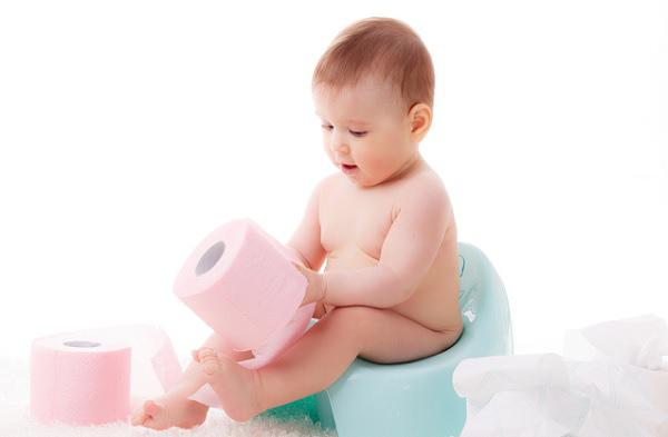 Bé sơ sinh 1 tháng tuổi bị táo bón, mẹ hãy bình tĩnh làm theo cách này - Ảnh 1.
