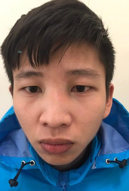 Nam thanh niên Hà Nội đeo thử dây chuyền vàng rồi... bỏ chạy - Ảnh 1.