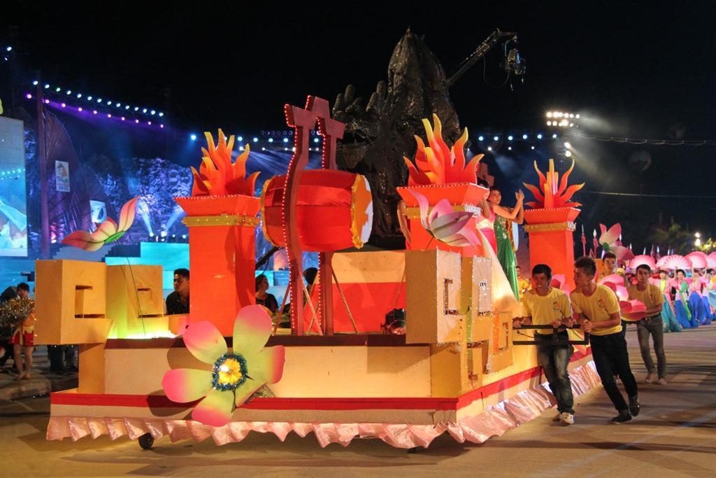 Ngắm hình ảnh rực rỡ tại lễ hội Carnaval Hạ Long 2013 5