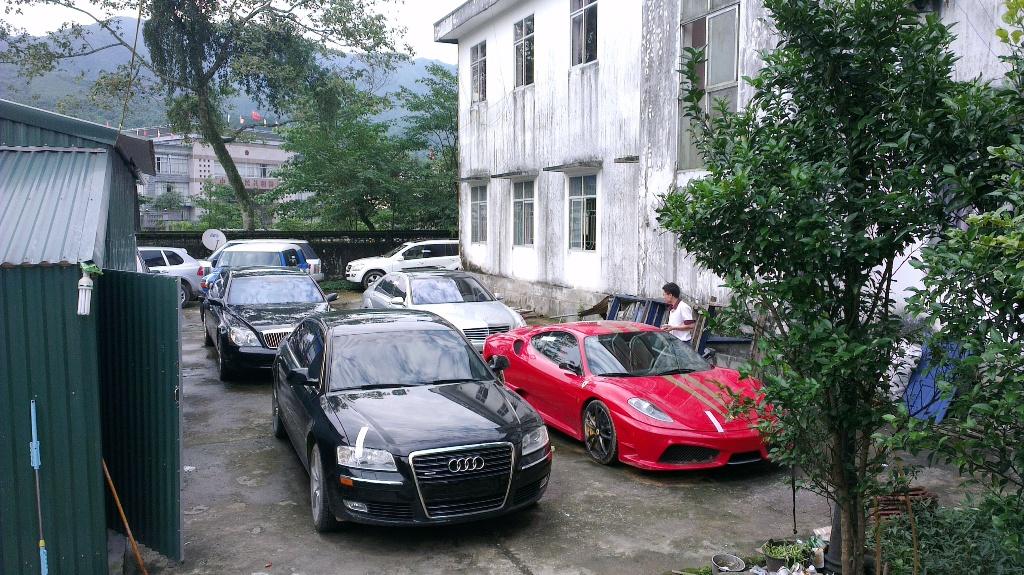 Cận cảnh dàn xe siêu sang bị tạm giữ tại Quảng Ninh 1