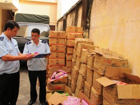 Quảng Ninh: Bắt giữ gần 1,2 tấn xúc xích và khoai môn nhập lậu 2