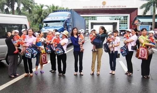 Quảng Ninh: Tiếp nhận 10 bé trai bị bán sang Trung Quốc 1