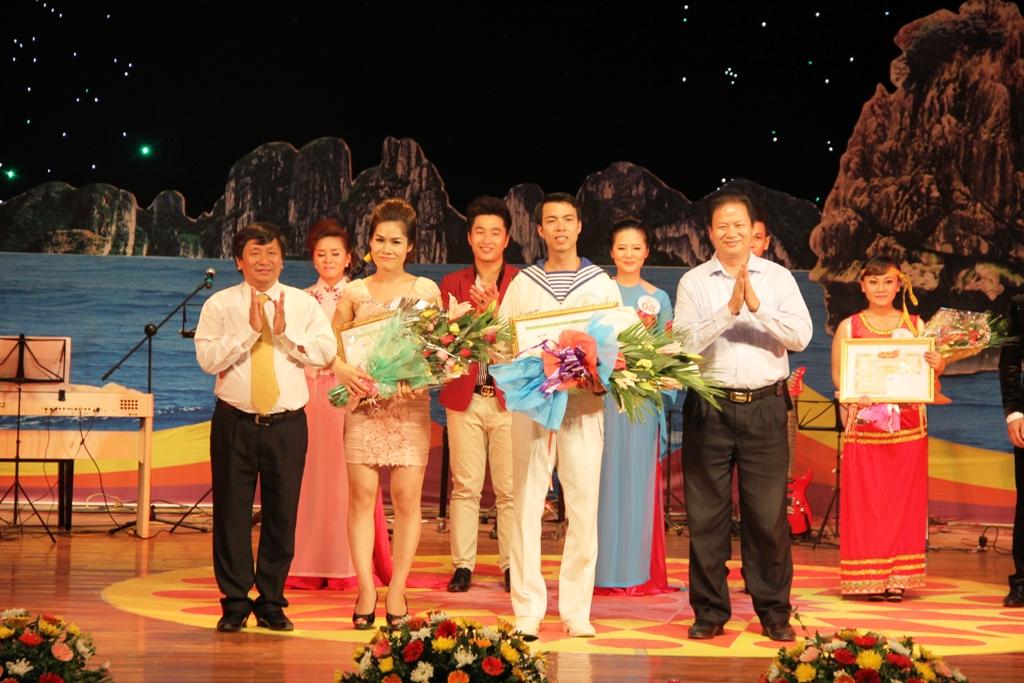 Ca sĩ ngành than giành ngôi quán quân Tiếng hát PT-TH Quảng Ninh 15
