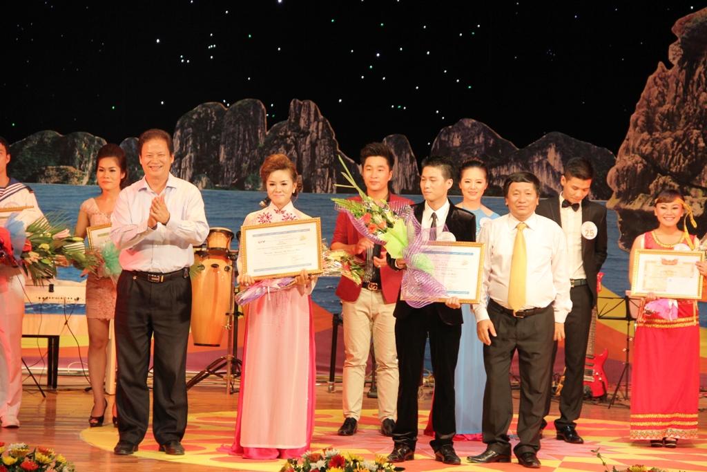 Ca sĩ ngành than giành ngôi quán quân Tiếng hát PT-TH Quảng Ninh 16