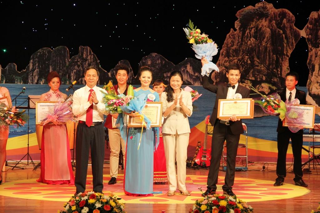 Ca sĩ ngành than giành ngôi quán quân Tiếng hát PT-TH Quảng Ninh 18