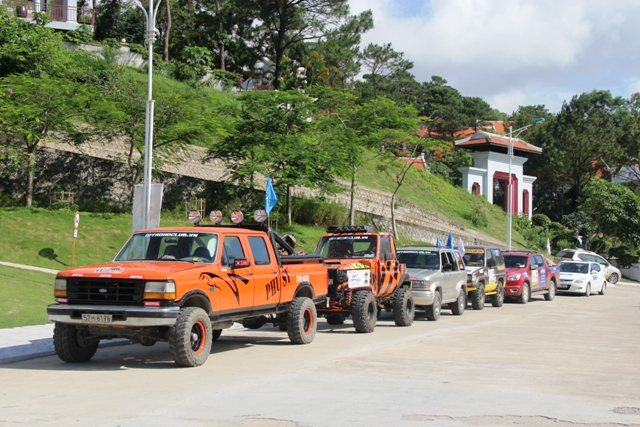 Sôi động khai mạc giải đua xe địa hình Hạ Long 2013 1