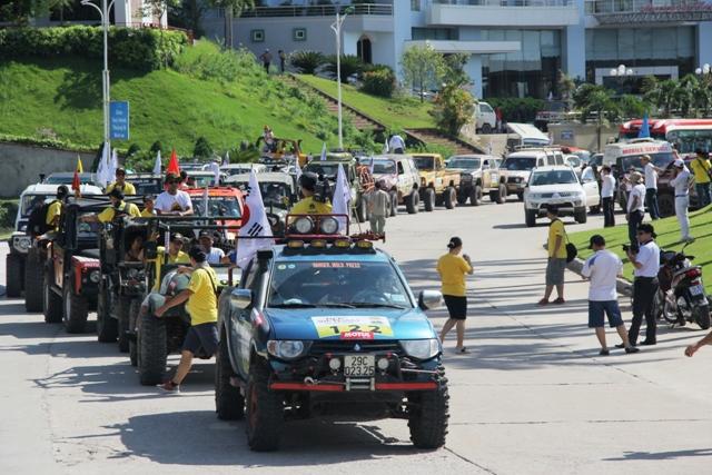 Sôi động khai mạc giải đua xe địa hình Hạ Long 2013 2