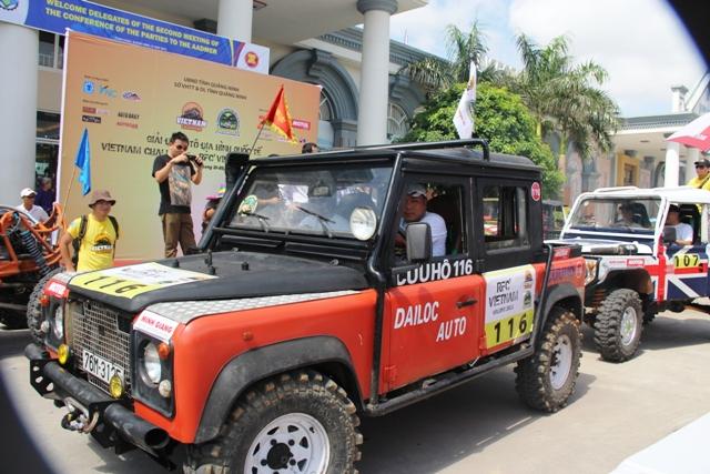 Sôi động khai mạc giải đua xe địa hình Hạ Long 2013 4