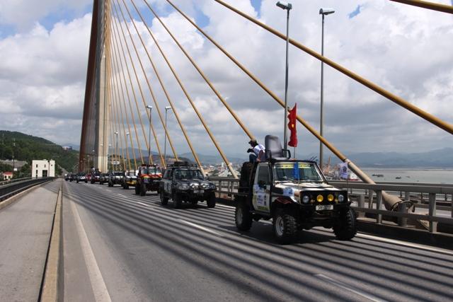 Sôi động khai mạc giải đua xe địa hình Hạ Long 2013 5