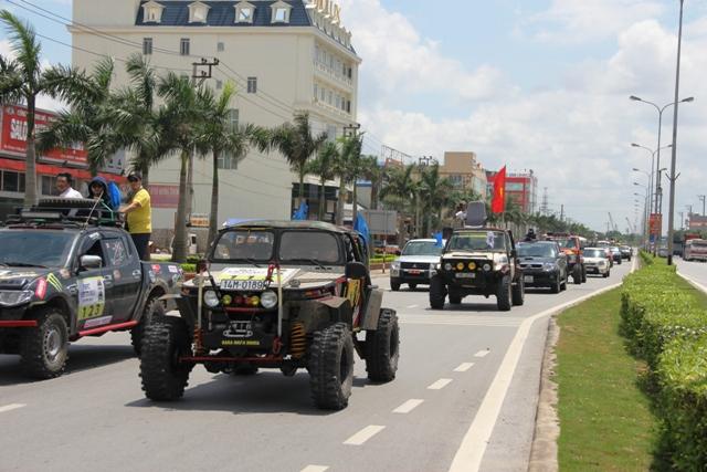 Sôi động khai mạc giải đua xe địa hình Hạ Long 2013 7