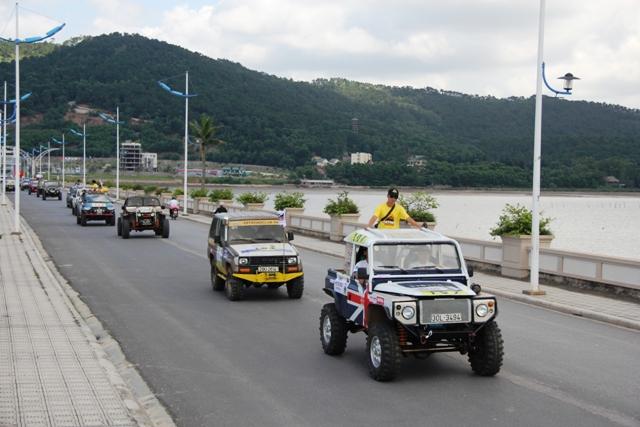 Sôi động khai mạc giải đua xe địa hình Hạ Long 2013 8