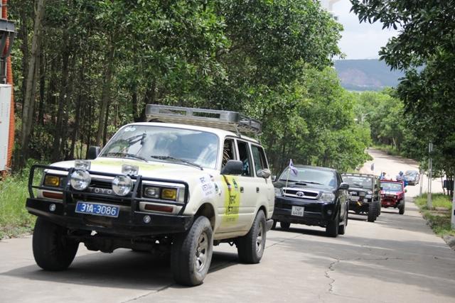 Sôi động khai mạc giải đua xe địa hình Hạ Long 2013 9