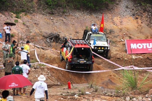 Sôi động khai mạc giải đua xe địa hình Hạ Long 2013 10