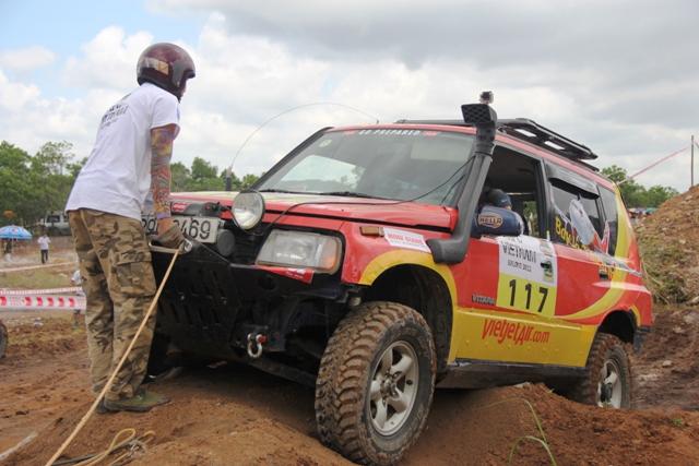 Sôi động khai mạc giải đua xe địa hình Hạ Long 2013 11