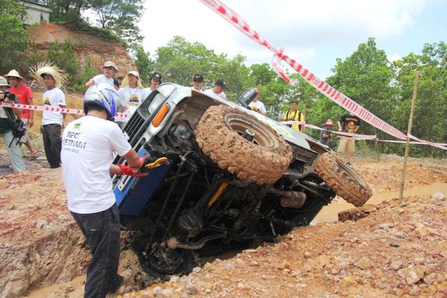 Sôi động khai mạc giải đua xe địa hình Hạ Long 2013 13