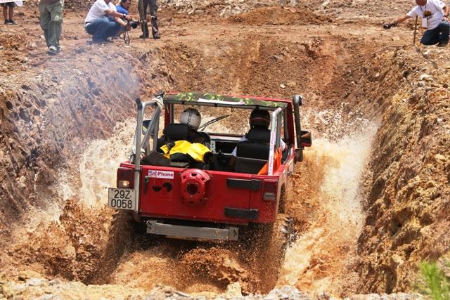 Sôi động khai mạc giải đua xe địa hình Hạ Long 2013 14