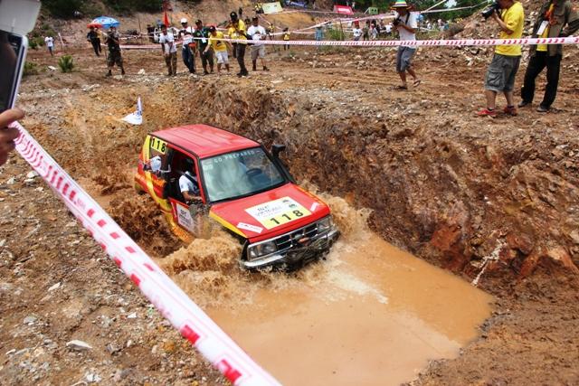 Sôi động khai mạc giải đua xe địa hình Hạ Long 2013 15