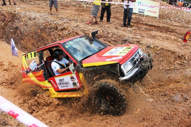 Sôi động khai mạc giải đua xe địa hình Hạ Long 2013 16