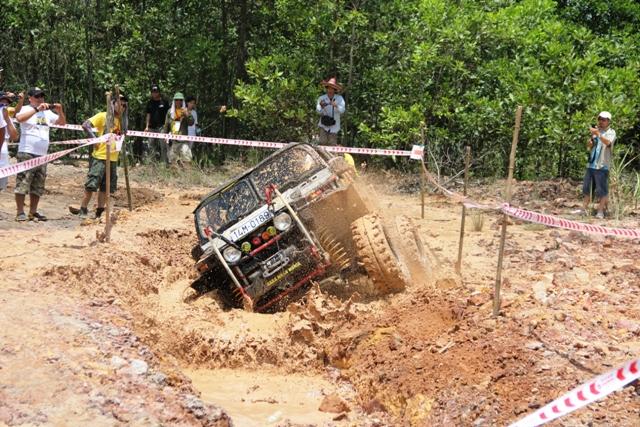 Sôi động khai mạc giải đua xe địa hình Hạ Long 2013 22