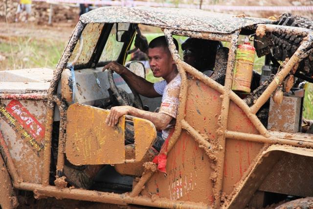 Sôi động khai mạc giải đua xe địa hình Hạ Long 2013 18