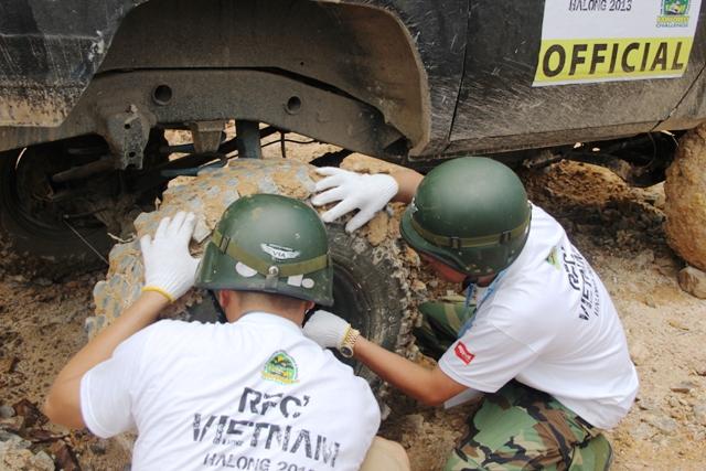 Sôi động khai mạc giải đua xe địa hình Hạ Long 2013 19