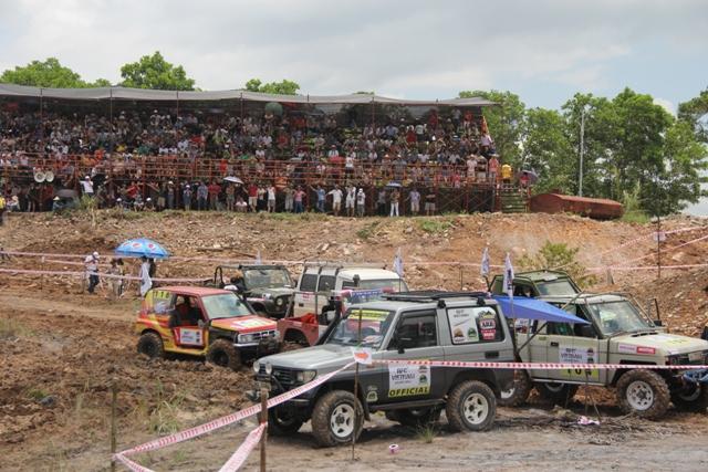 Sôi động khai mạc giải đua xe địa hình Hạ Long 2013 20