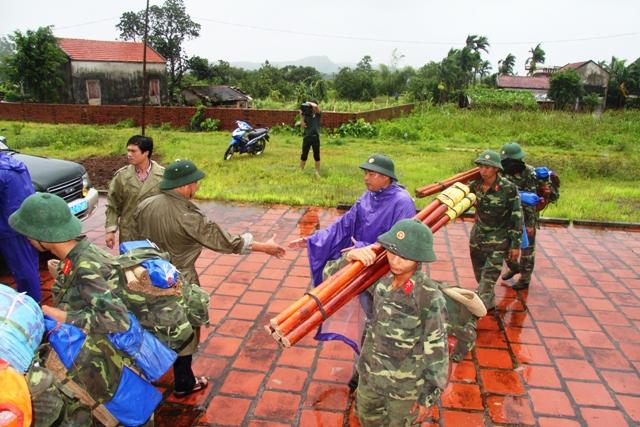 Cận cảnh bão số 5 đổ bộ vào Quảng Ninh 13