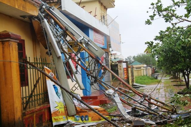 Cận cảnh bão số 5 đổ bộ vào Quảng Ninh 15