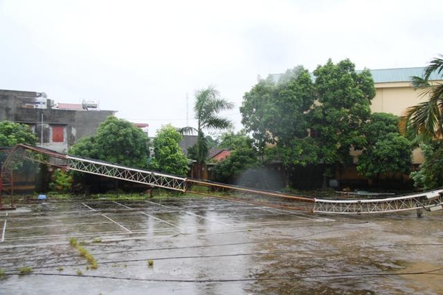 Cận cảnh bão số 5 đổ bộ vào Quảng Ninh 16